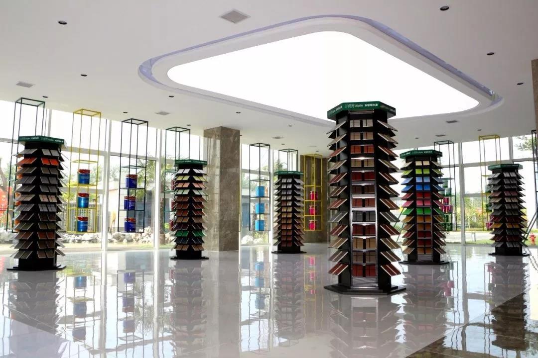 兰堡湾主要研发生产水性乳胶漆、真石漆、质感漆、仿理石多彩漆和相关辅配材料